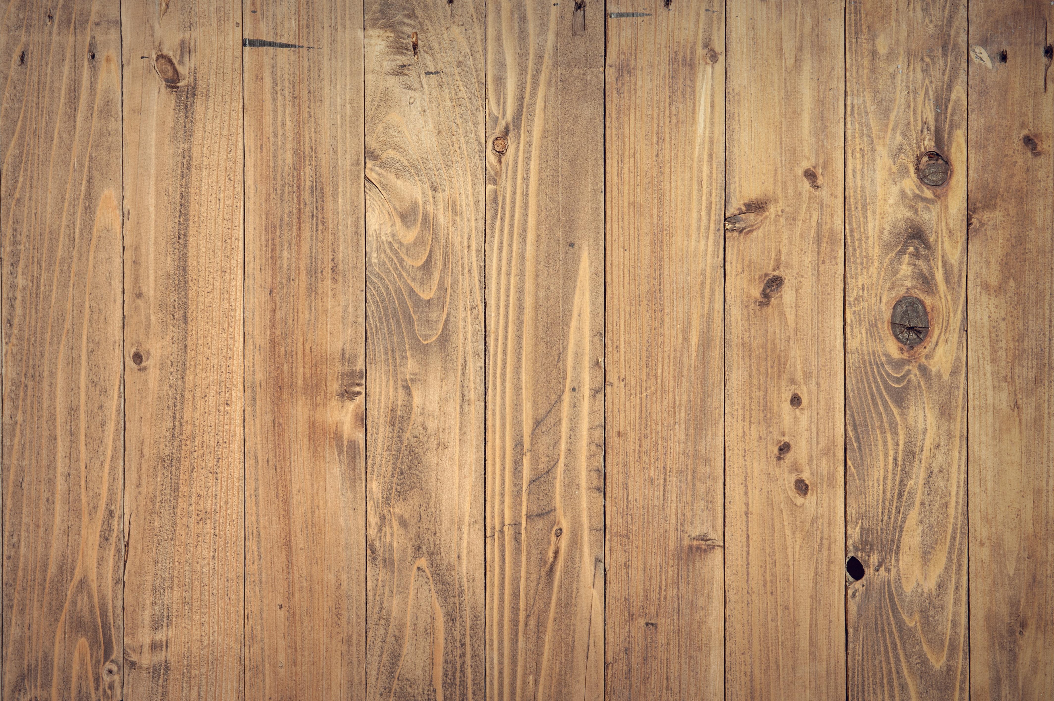 Rustikke hylder og knivholdere i genbrugstræ – WOODLIVING