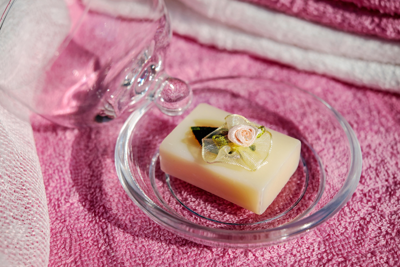 Find en lækker bodyscrub eller håndsæbe til badeværelset hos Badeanstalten