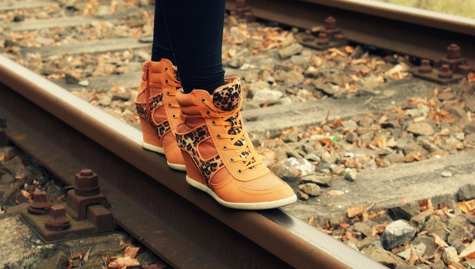 Find loafers, snørestøvler, sneakers og andre former for sko til mænd hos SKOWOLTER