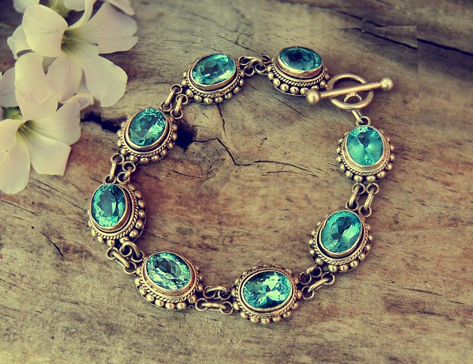 Find smykker i bedste kvalitet hos Hedegaard Ure & Smykker