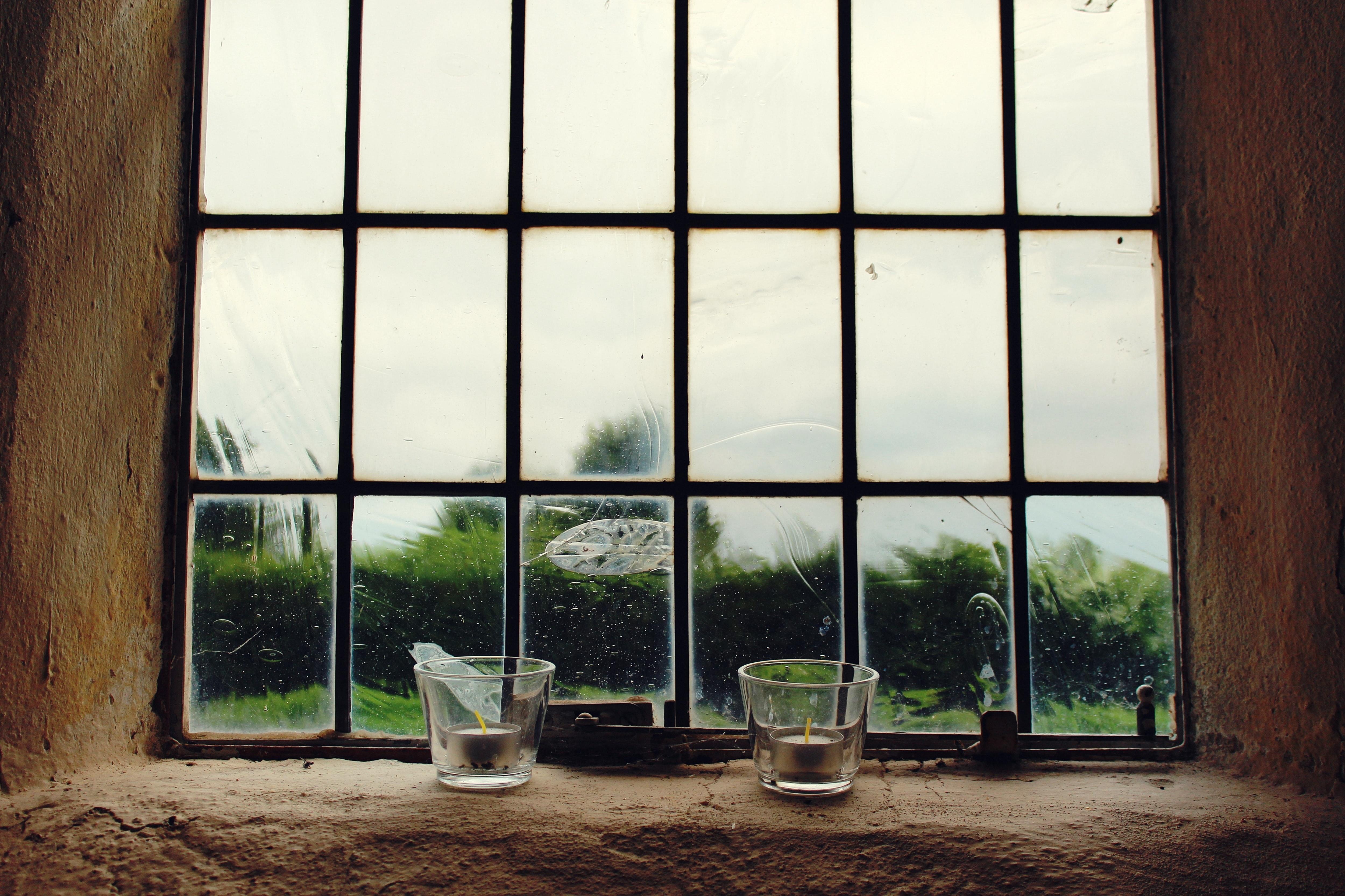 En fastmonteret glasvæg eller en New Yorker væg er en praktisk og elegant løsning