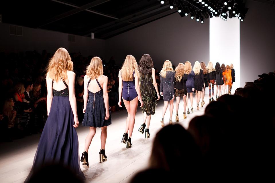 Find farverige tunikaer samt eksklusivt modetøj fra Drys og Repeat hos Helle K-art