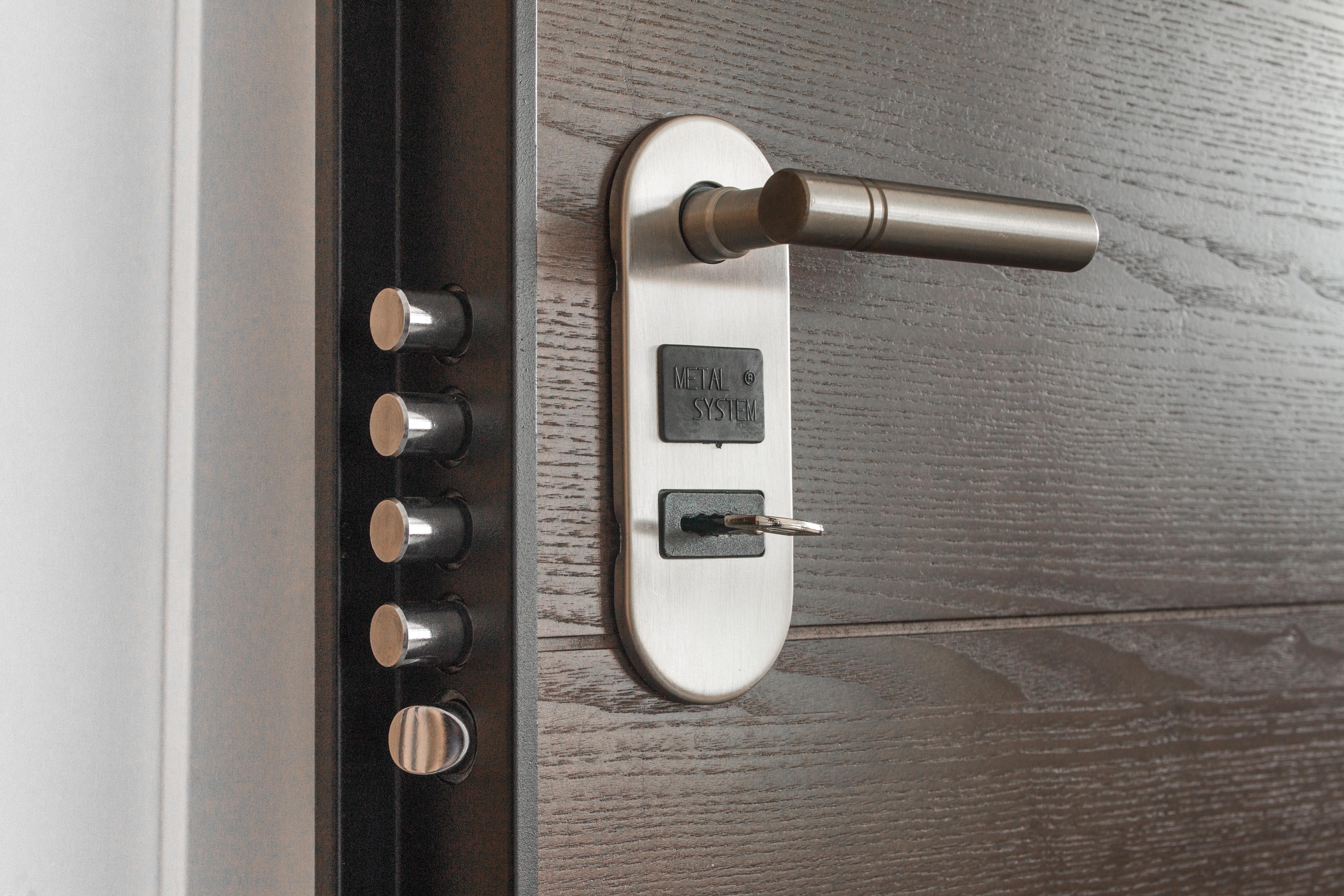 Møller & Mammen forhandler både møbelbeslag og dørhåndtag fra mærker som Søe Jensen