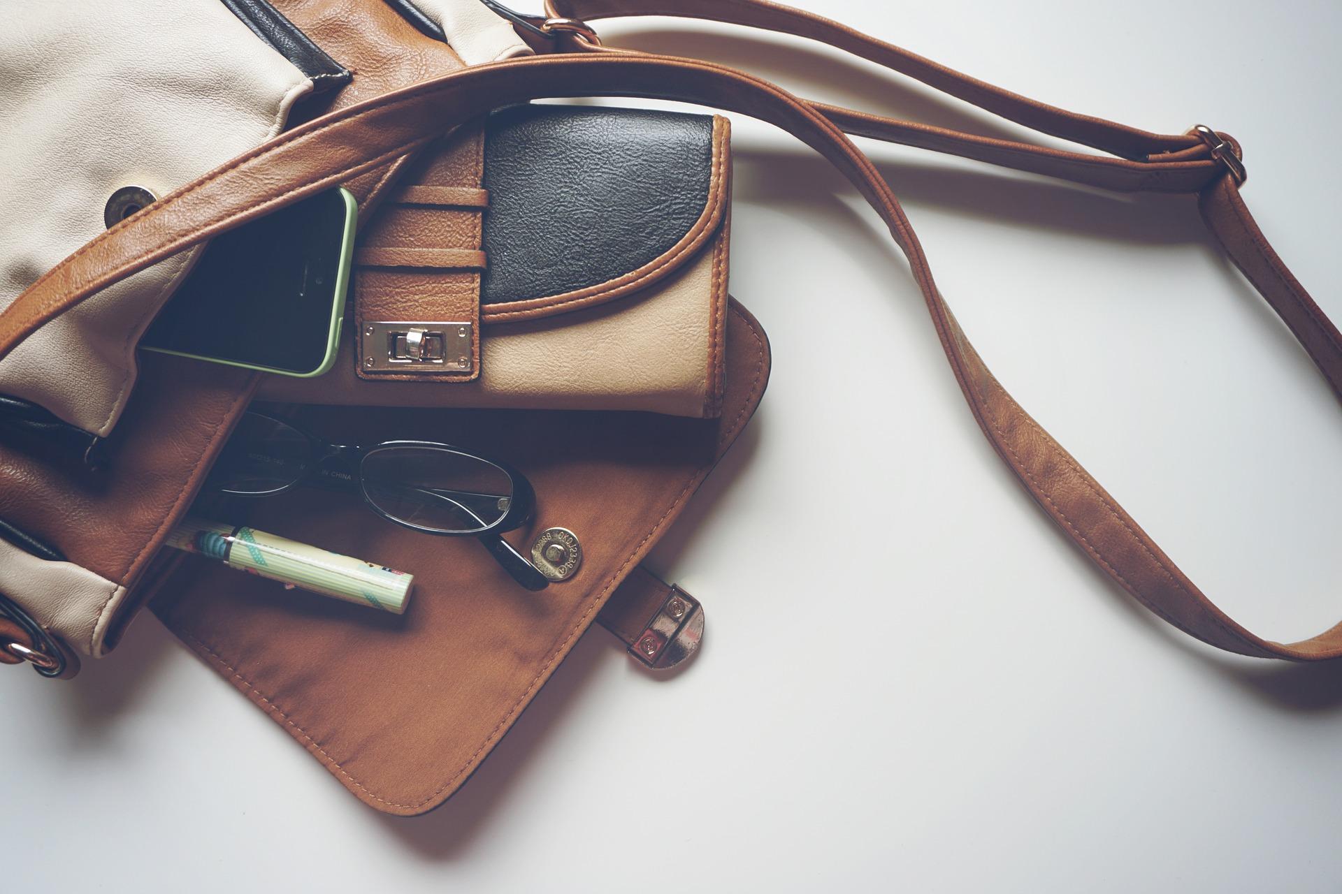 Fuldend dit outfit med en stilfuld bumbag eller clutch i god kvalitet
