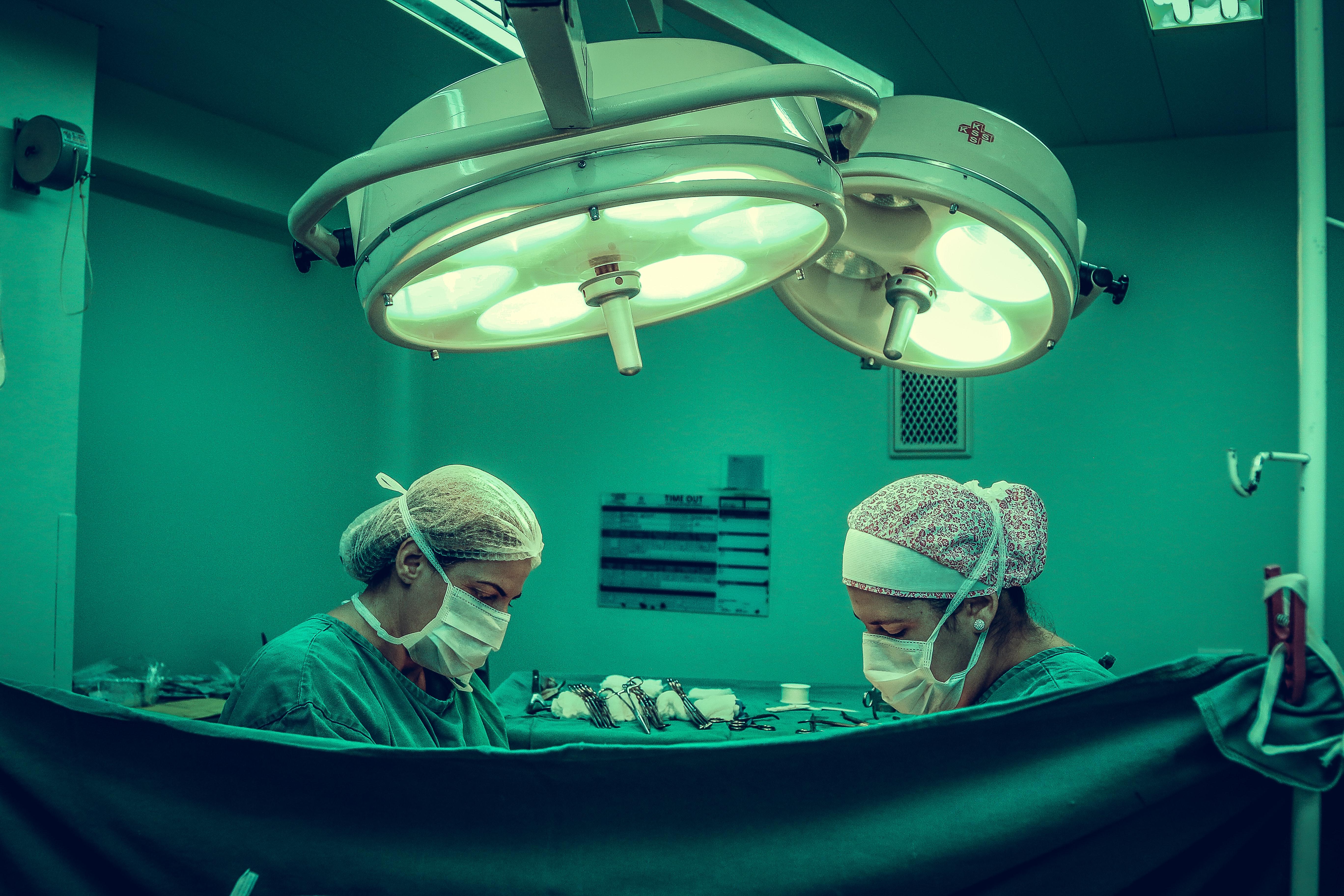 Genskab den naturlige fylde med et brystløb hos dygtig plastikkirurg i Århus