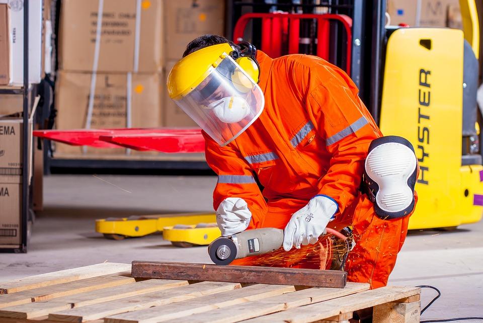 Aagaard Maskiner & Udlejning tilbyder gode priser på maskinudlejning og skovhjelme