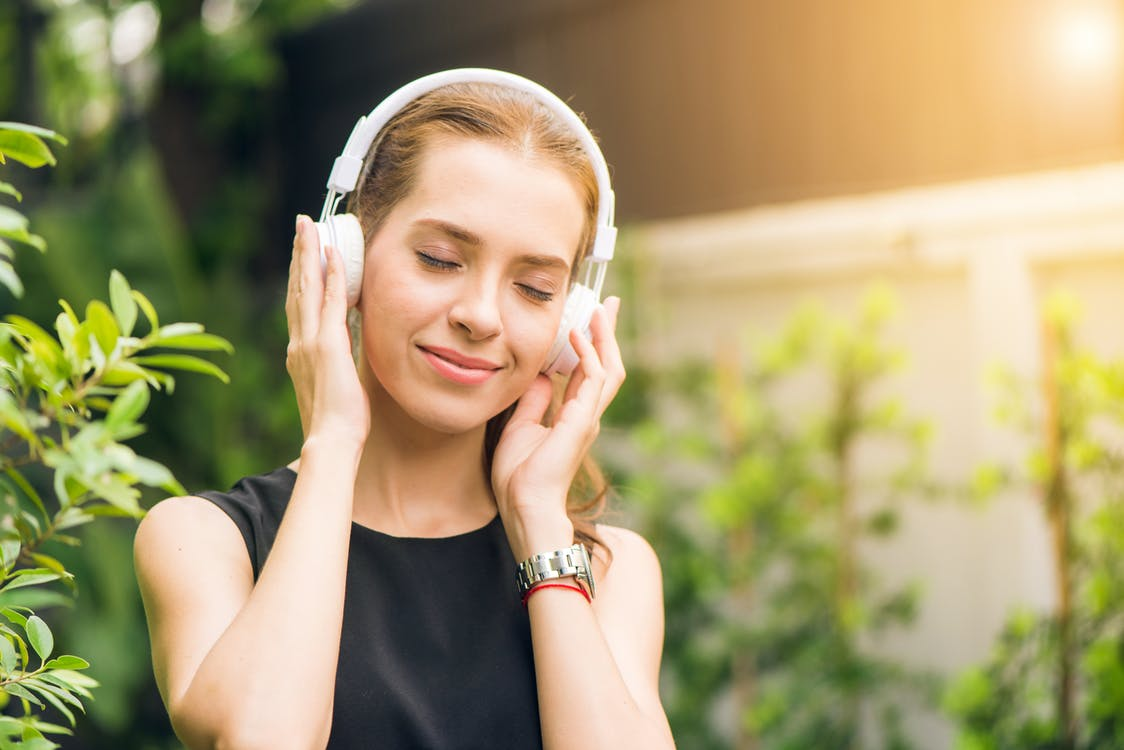 Alt i Bluetooth høretelefoner og stikdåser til hjemmet eller kontoret hos Av-Cables.dk