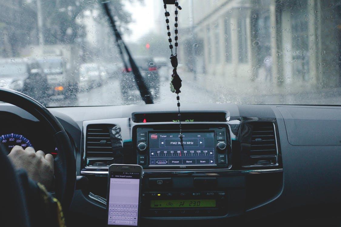 Kabelskjuler og bilholder til smartphone – Fantastiske priser på www.av-cables.dk