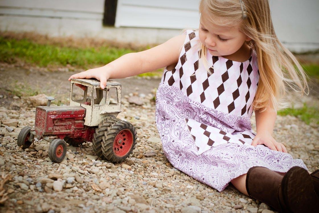 Find legetøj fra kvalitetsmærker som Dantoy og HOK på www.legebyen.dk