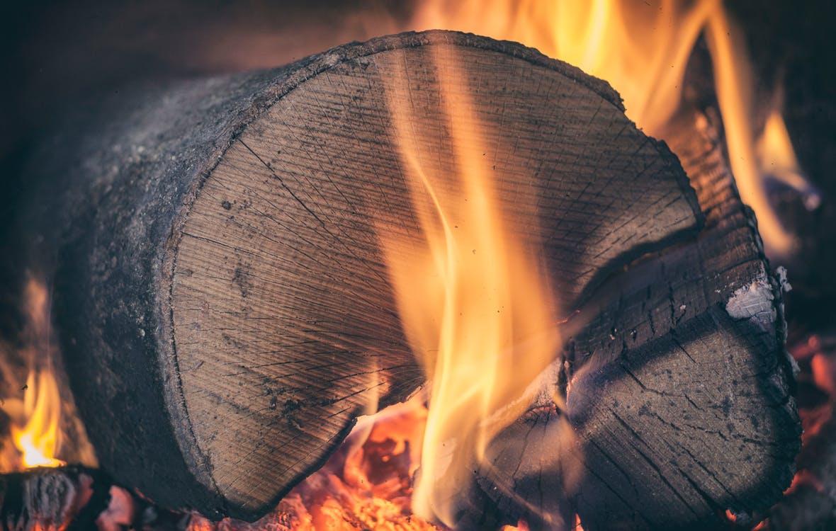 Grå stenmel og træbriketter – fyldestgørende info