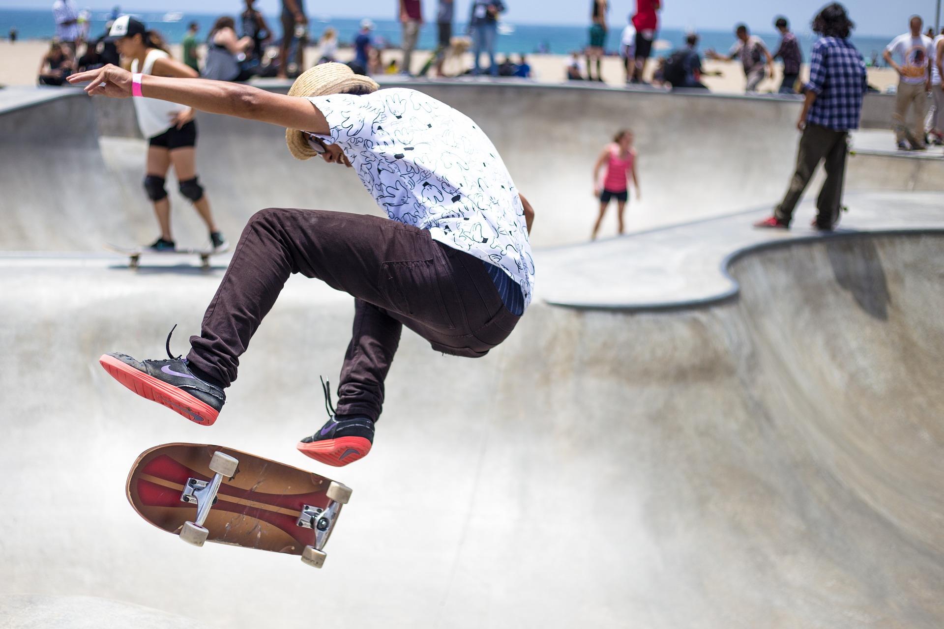 Online forhandler af Real skateboard og Dickies skatertøj i topkvalitet