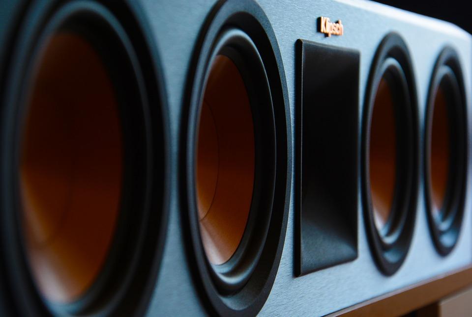 Stort udvalg af bærbare højtalere såsom en 360 grader Bluetooth højtaler med rund lyd