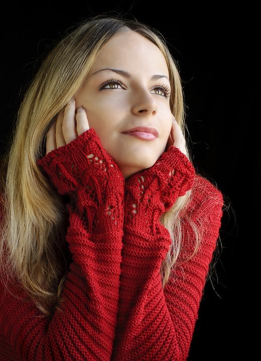Find komfortable striktrøjer og julekjoler i smukke design hos topfashion