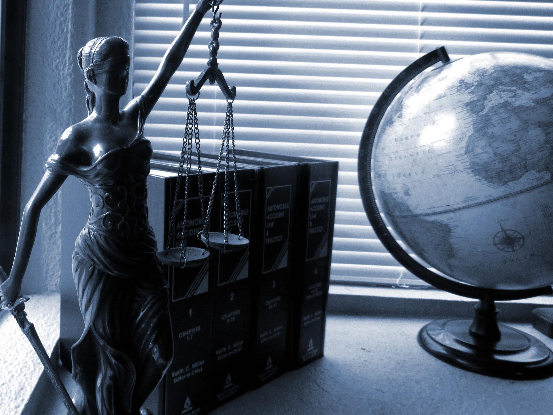 Forsvarsadvokat – Få en ledende advokat i strafferet hos ADVOKATFIRMAET STRAUSS & GARLIK