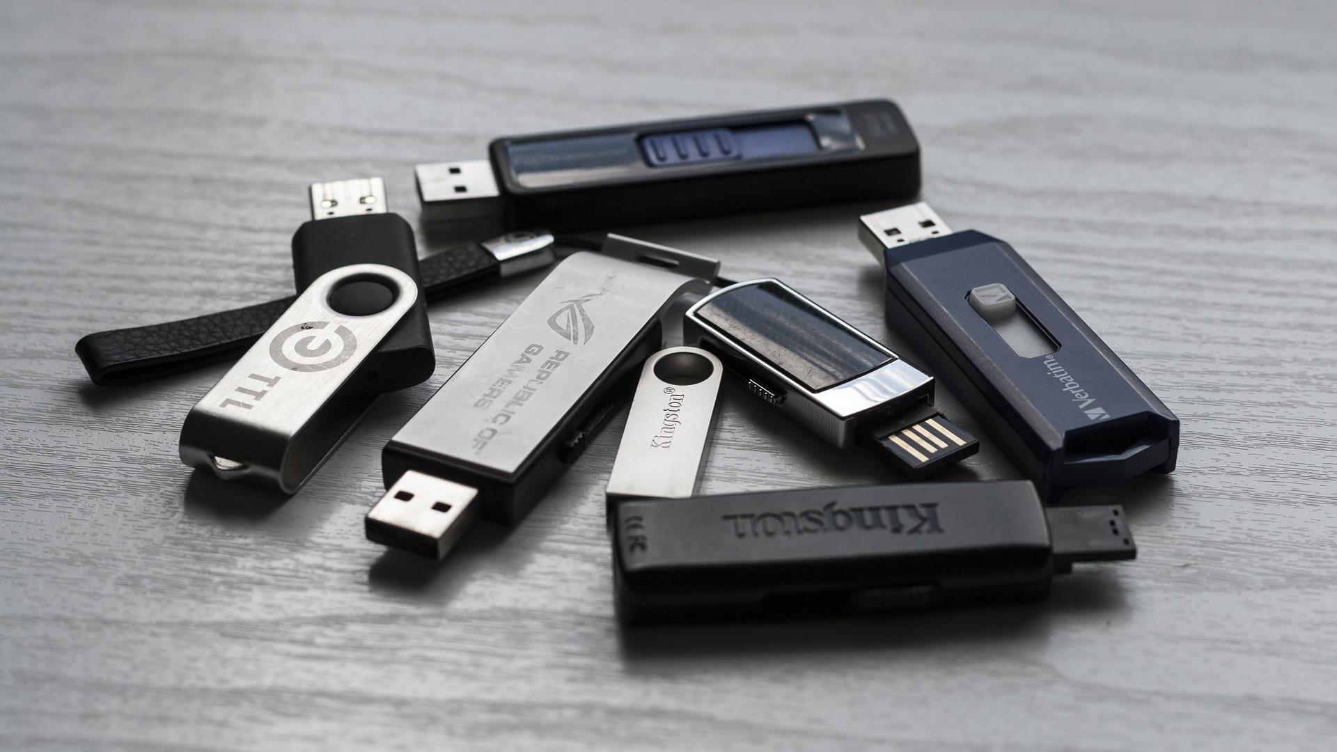 USB stik til lagring og HDMI splittere – Stort udvalg