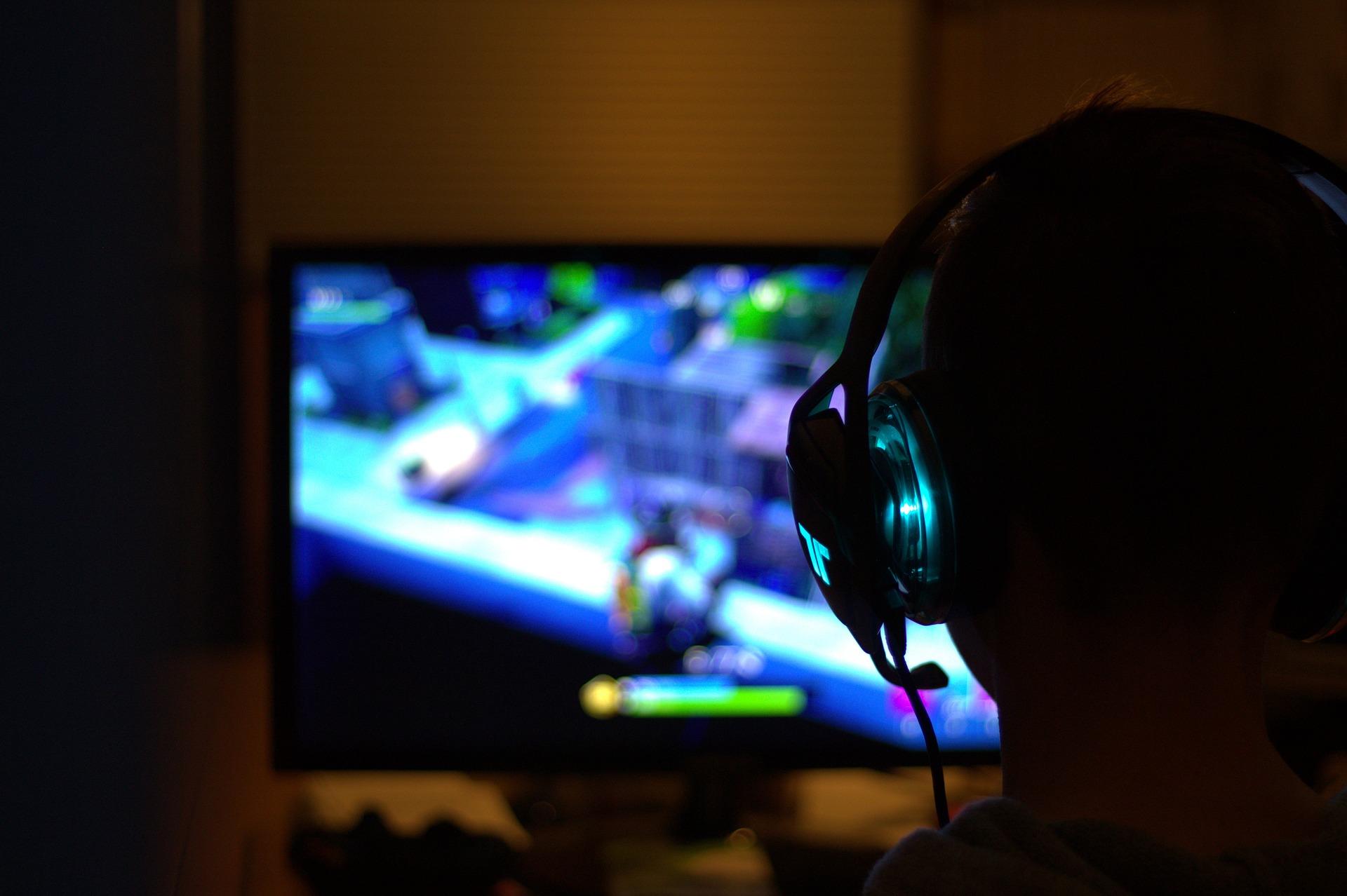 Gaming PC og gamer mus fra FOURZE – Et nordisk kvalitetsmærke