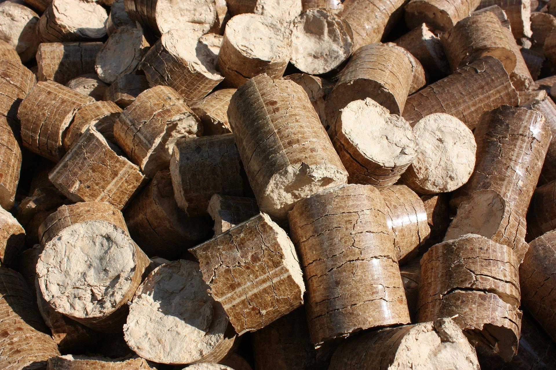 Køb 8 mm træpiller og træbriketter i høj kvalitet hos Pillemand.dk