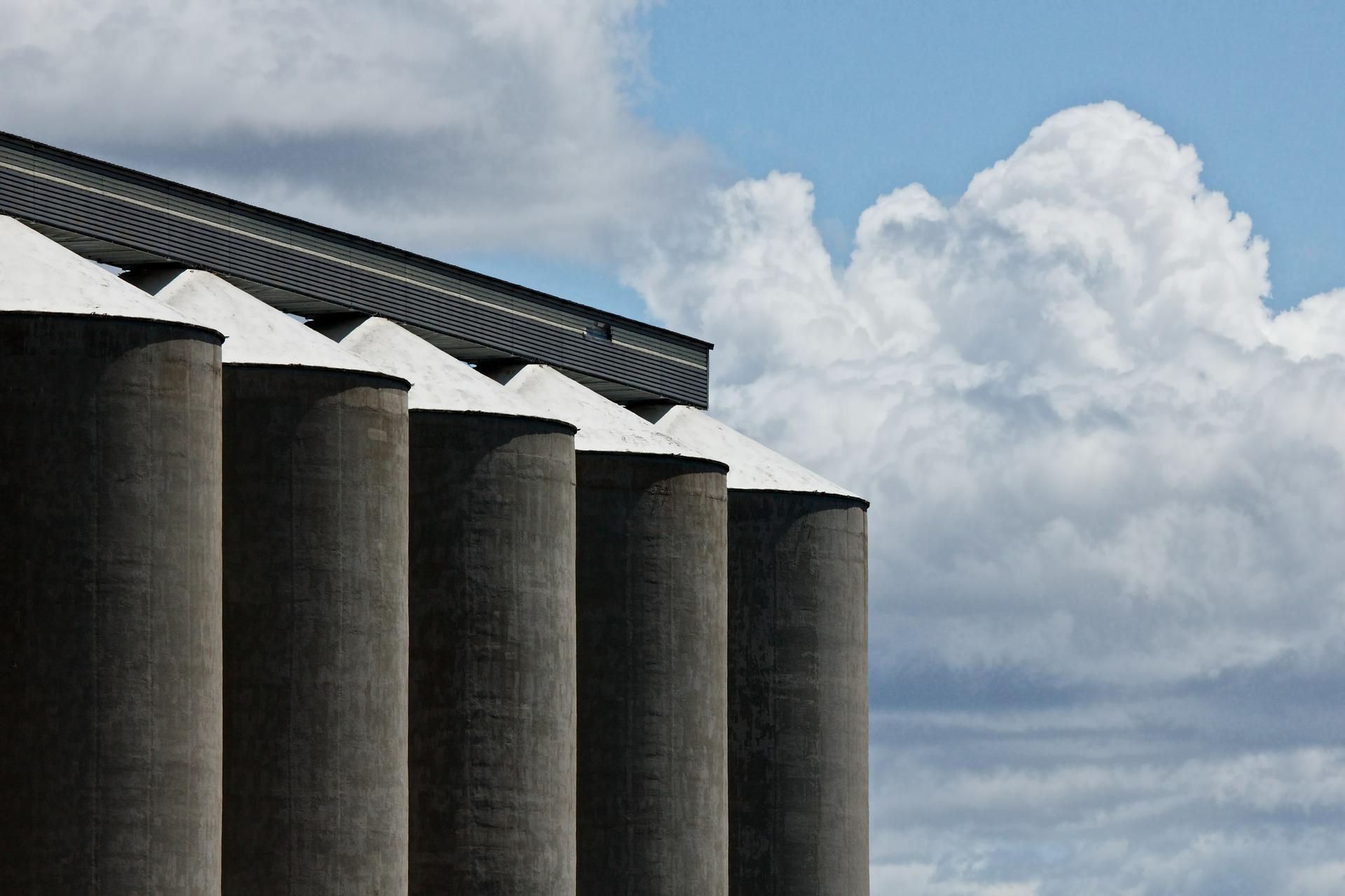 Hansen & Larsen er en totalentreprenør, som opfører gylletanke til alle landmænds behov