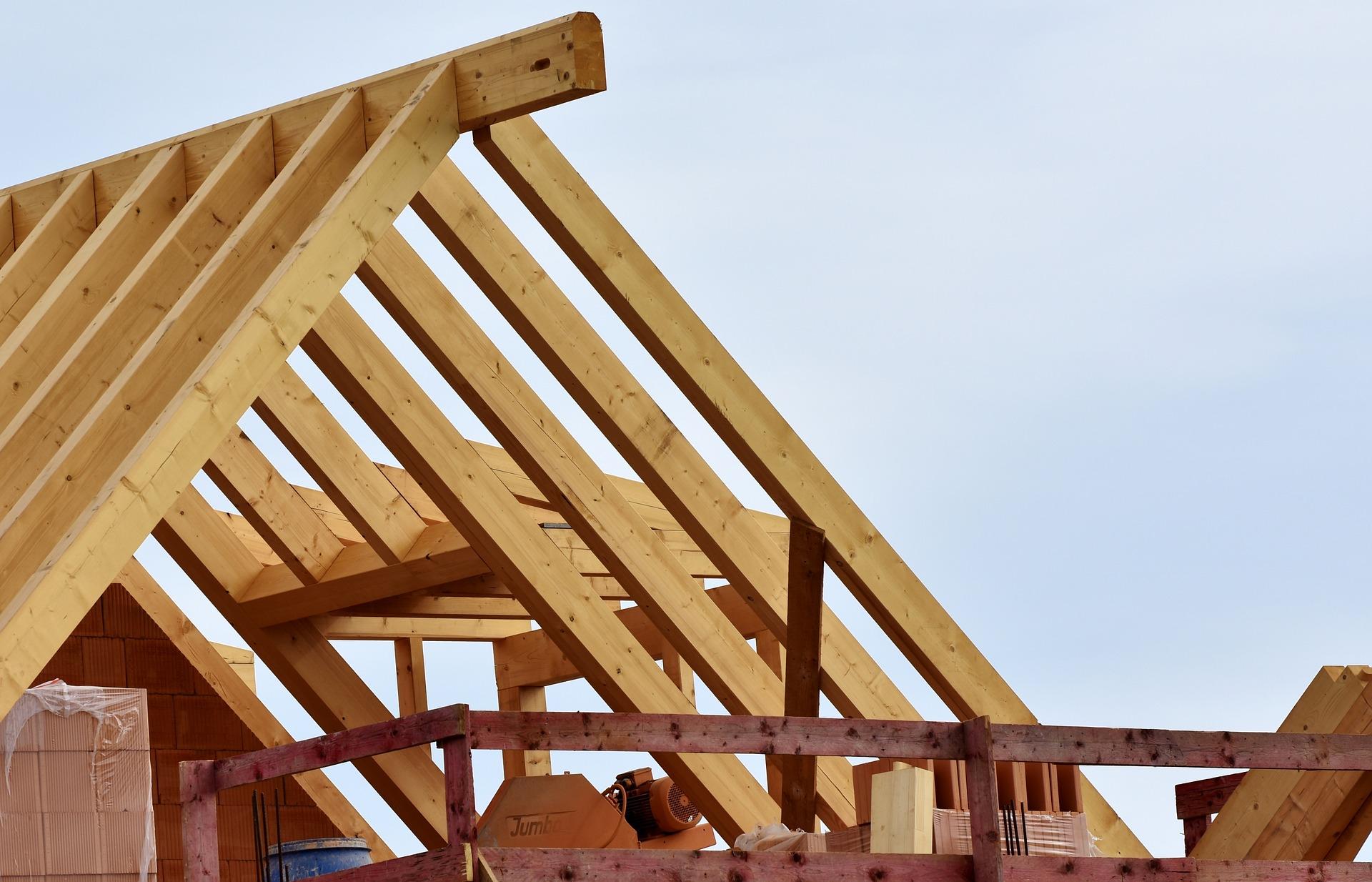 Find en samarbejdspartner med både håndværkere og tømrer til renovering af hus på hansenlarsen.dk